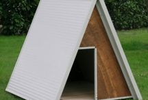 Dog Houses / The doghouse is an accessory that should be chosen with care, because it is the place where our faithful friend is able to escape the cold, heat, weathering, and this will quickly become his main point of reference. Take a look at all our models, there is an insulated cabin, durable, non-toxic, easily washable, insulating and suitable for outdoor use. We use insulated panels 3,5 cm thick, framed in anti-bite plate, hot galvanized and painted.