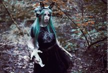 Gloomth Dark Bunny / Eerie altmodel Sandra von ruin explores an October autumn forest. Dark fashion and gothic style by gloomth. Haunting pale ghost girl