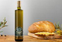Hitany: olio / Il profumo di olive appena spremute, il colore intenso e il gusto raffinato dell'olio da gustare in purezza sul pane.