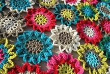 Crochet I dresses bags / by Georgete Keszler Chait