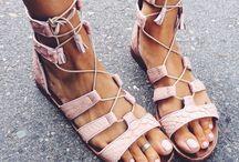 Heel ...LESS / Flats