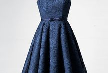 Sukienka z granatowej koronki