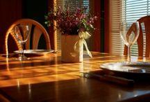 Asztal / Lehet konyha, nappali, fürdőszoba. hálószoba vagy kert. Az asztal mindenhol fontos eleme a lakberendezésnek. A fa asztalok melegséget és otthonosságot visznek a hétköznapokba