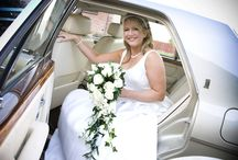 Gold wedding cars / Rolls-Royce Shadow and  Mercedes in champagne gold for your wedding near Glasgow, Scotland