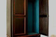 Mobili decorati da Studio Cadrea / Oggi è facile trovare in commercio mobili grezzi sui quali è possibile realizzare un trattamento su richiesta.