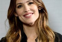 The Actress Jennifer Garner /  was born in Texas in 1972. She spends his youth in West Virginia where she starts at the ballet at the age of three years. The Young Jennifer Garner loves the stage and dance on a regular basis. After his secondary education, she enrolled at the university for training in chemistry. Very quickly, she realizes that she is made for the stage and change of course. Jennifer Garner is in the course of David Chandler at the National Theater Institute in .