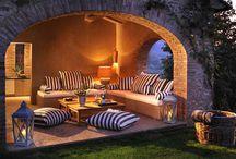 Bajo el sol de la Toscana / Ubicada en un hermoso paisaje de la región de Uguria, Spinaltermine Villa es una residencia privada cerca de la finca Castello di Reschio, en la frontera con la Toscana y esta rodeada  por un entorno natural fascinante