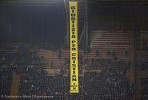 ¡Justicia para Cristian! en la Champions League / Activistas realizaron una acción pacífica en pleno partido del Nápoles por la UEFA Champions League. Gazprom, empresa a la cual los 30 del Ártico denunciaron es el principal sponsor del evento.