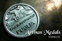 Taekwondo's Medals / Grafica 3d in anteprima, creazione modello Medaglia personalizzata, riproduzione in serie. Finiture: Anticate, Lucide cromate, Smalto Satinato.