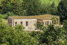 Natuur BSO Struin / De buitenschoolseopvang Struin vangt kinderen op in de natuur. Voor het nieuwe speelterrein Struinland ontwikkelde ORGA architect een schuilgelegenheid. Het houten gebouw wordt verwarmd door houtkachels en het water wordt ecologisch gezuiverd via een helofytenfilter.