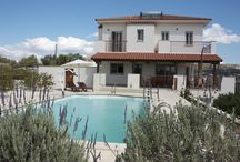 Private swimming pools / Would you rather not have to share your swimming pool with anyone else? Have a browse at our accessible holiday accommodation with private swimming pools
