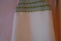 DE FIESTA / vestido y diadema...verde sobre beig