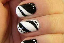 unhas preto com branco