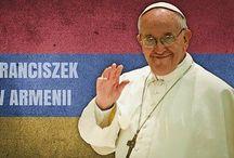 """Papież w Armenii #PopeInArmenia / Pod hasłem """"Wizyta w pierwszym kraju chrześcijańskim"""" Franciszek w dniach 24-26 czerwca złoży wizytę duszpasterską w Armenii, w czasie której odwiedzi Eczmiadzyn, Erywań, Giumri i Chor Wirap. Ta czternasta zagraniczna podróż apostolska papieża stanowi pierwszy etap jego wyprawy do krajów kaukaskich: od 30 września do 2 października Ojciec Święty odwiedzi Gruzję i Azerbejdżan"""