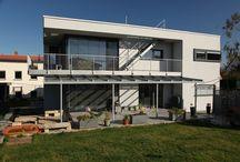 Terrassendach / Unsere Terrassendächer zeichnen sich durch eine hohe Funktionalität und perfekte Verarbeitung aus. Wir verwenden nur qualitätsgerechte Werkstoffe und Materialien wie Aluminium und Glas, die von unseren handwerklich qualifizierten Mitarbeitern verarbeitet werden.