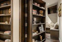 puerta con estantes