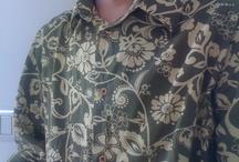 Le camicie di Xavier Bernard / Dalle Hawaii alle Filippine, il nostro collega gira il mondo grazie alle sue camicie. Tutte rigorosamente improbabili. Vi invitiamo a ripinnare e soprattutto a votare! La peggiore.
