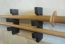 Подставка под мечи / В культуре военных искусств Востока оружие занимает очень важную часть. Практически является религиозным культом. На фотографиях тренировочное оружие: бокен (деревянный меч) и бо (шест) и оно должно храниться на специальной подставке.  Купить: http://design-atelier.biz/facebook/product/podstavka-pod-oruzhie/
