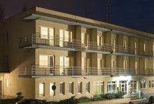 Noclegi Sopot - Hotel Miramar / Hotel Miramar należy do jednych z bardziej przystępnych cenowo hoteli w Sopocie. Znajduję się zaledwie kilka kroków od Sopockiego Aqua Parku i zaledwie 250 metrów od piaszczystej plaży.