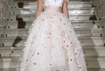 """¡Bridal Week 2015! / Con motivo del 25 Aniversario de la Bridal Week, se celebró el pasado 6 de mayo un evento muy especial en el Palacio de Pedralbes con la participación de los vestidos de novia más increíbles de este último cuarto de siglo. Pepe Botella, como no podría ser de otro modo, participamos con un espectacular vestido creado por el alma de la firma Lucía Botella. Diseño que, como ella misma califica, """"representa la propia esencia de la marca. Una mezcla etérea del mar mediterráneo y luminosa primavera""""."""
