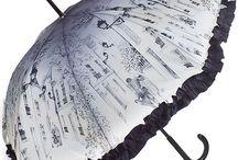 Зонты / Выбирая зонт в подарок женщине, Вы должны помнить, что такие аксессуары защищают не только от непогоды, но и от солнечных лучей. Зонт может быть строгим классическим, ярким и веселым молодежным, в стиле ретро, шикарным и роскошным в соответствие с характером, стилем и образом жизни его будущей владелицы. Зонт должен соответствовать модному гардеробу и предпочтениям хозяйки, а о качестве и долговечности позаботились мастера и инженеры лучших мировых брендов.