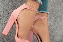Ρούχα και Παπούτσια