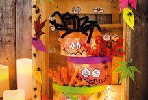 Basteln für Halloween - Ideen mit Anleitung / Diese Halloween-Dekorationen bieten jedem Halloween-Fan etwas. Sei es für die wilde Halloween-Party Ihrer Kinder oder einfach nur um Ihre Wohnung zu dekorieren. Mit unseren tollen Halloween-Bastelideen werden Ihre Kinder noch mehr Spaß an Halloween haben. Alle Ideen mit Schritt-für-Schritt Anleitung und Material-Liste!