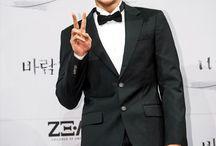 ZE:A / Taehoon, Kevin, Siwan, Dongjun, Hyungshik, Heecheol, Kwanghee, Junyoung, Minwoo. Bias: Hyungsik, Kevin