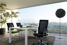 Sedus / Sedus to renomowany niemiecki producent foteli biurowych, który wciąż na nowo definiuje pojęcie estetyki i ergonomii w biurze. Daje nowe i ponadczasowe rozwiązania w świecie mebli biurowych.