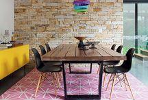 Comer em casa / lar bonito e aconchegante, tem uma bela sala de jantar