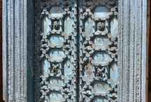 Indische Türen - Vintage doors from India / Diese alten #indischen #Türen und Fenster kann man jetzt über Guru-Shop direkt aus Indien bestellen. Ideal als #Raumteiler oder #Blickfang in modernen Bauten. #Vintage #doors and windows to #order directly from #India. / by Guru-Shop