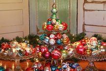 CHRISTMAS DECORATIONS / by Elaine Trentadue