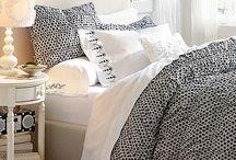 Beds / by Naomi Vivas