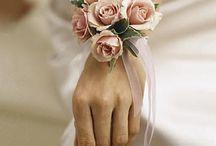 esküvői kiegészítő a kézen