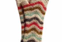 Crochet - Mittens & Gloves / by Nicole Sgueglia