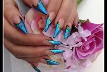 Working with foils / Nails designed with gel and foil