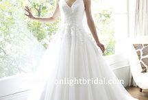 Bride Wedding Dresses / by Julie Turner