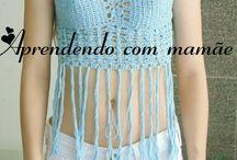 Cropped azul com franjas / Cropped feito com a Linha Camila Fashion da Coats Corrente. Baseado na revista Moda e Crochê da editora Liberato.