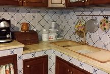 Cucina in Muratura / Built-in Kitchen / Cucine in Muratura con Maioliche Dipinte a Mano / Kitchens in Masonry with Majolica Painted Hand #tile #ceramicofitaly #majolica