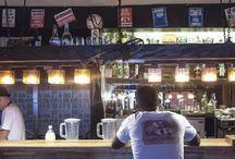 El Chanchullero de Tapas / El Chanchullero de Tapas es todo un hallazgo en La Habana Vieja, un lugar agradable, europeo y moderno, pero sin ser pretencioso. Este paladar cuenta con una barra y cuatro mesas de madera, en un pequeño espacio con las paredes repletas de graffitis y fotos. / by Paseos por La Habana