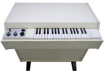 Instrumentos Musicais / Sintetizadores, pianos, órgãos, guitarras, amplificadores, baterias, baixos, paletas, cordas e metais....