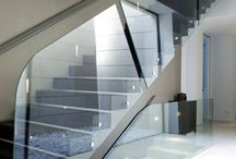 Garde corps - Guardail / Parce qu'ils sont capables de rendre intéressant le plus banal des escaliers ou mezzanines, rampes et garde-corps en verre ne sont pas à négliger. D'autant que ce n'est pas une question de moyens. Rendez vous sur monvitrage.fr