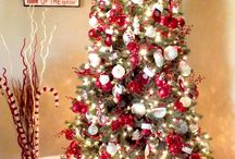 """Christmas Decorator - The New Traditionalist / People tend to have distinct decorating styles during the holidays. One of the styles is a """"New Traditionalist"""". This person is adopting new traditions from Pinterest on a regular basis."""