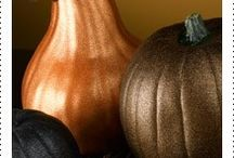 Fall Projects / Whether you are celebrating the fall harvest or hanging with goblins, ghosts and witches, you'll find great autumn projects from your friends at Krylon.
