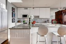 Transformed Modern High Rise / An old and outdated high rise becomes transformed into a modern, bright, and relaxing space.