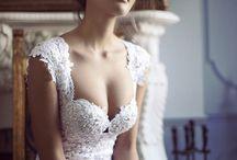 Bride/Wedding Dresses/Bridal Wear