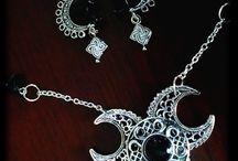 Terra Odéria / La Boutique en ligne, où vous trouverez des bijoux celtiques, féériques, wiccans et ethniques, mais pas seulement.  http://www.alittlemarket.com/boutique/terra_oderia-1455745.html