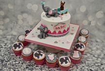 Babyshower Cakes, Cupcakes & Cookies / Is it a boy or a girl? Beautiful cakes, cupcakes and decorated cookies for a perfect babyshower! Garçon ou fille? Voici des idées de gâteaux, cupcakes et sablés décorés pour une babyshower réussie
