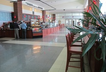 Headwaters Cafe / Headwaters Café offers a fresh-from-scratch approach in a warm and relaxing environment in the sun-filled Kellogg Lobby, complete with comfortable seating suited for group meetings or individual work.   The menu features a number of specialty items including:  breakfast sandwiches, fresh-baked pastries, lattes, mochas and coffees, signature soups and salads, hot and cold sandwiches, paninis, wraps, pizza and pasta.