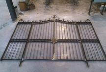 Acier - Métallerie - Inox / Découvrez notre savoir en menuiserie acier. Cloison intérieure, escalier, garde corps, ferronnerie et même mobilier